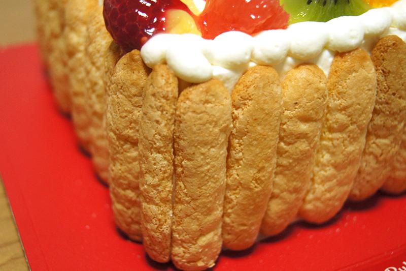 側面のスポンジケーキ