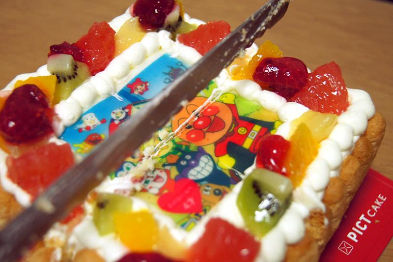 ケーキを切る