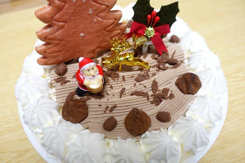 ケーキにデコレーション
